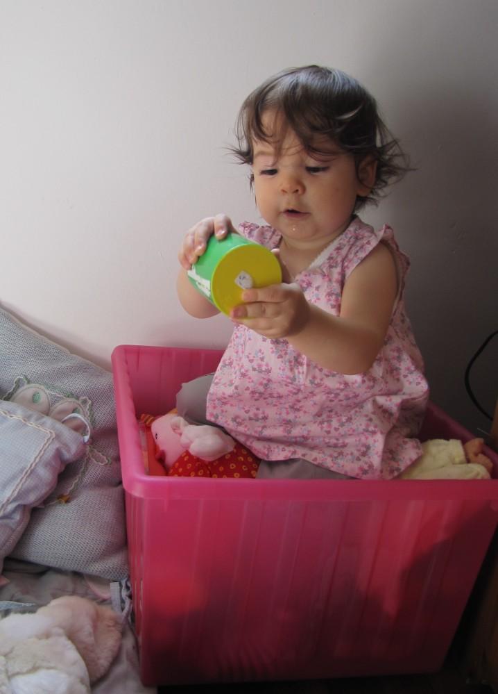 Ce qui est bien c'est qu'on peut temporairement la ranger avec ses jouets...