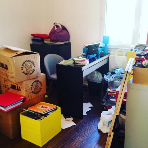 Ca c'est le bureau, je le range toutes les semaines et 3 jours après il est systématiquement dans cet état...