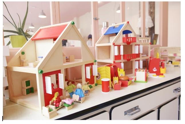 Jouet maison bois finest maison des boules en bois vilac for Cuisine en bois lidl